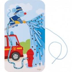 pompierul stinge un incendiujoc creativ de tesut