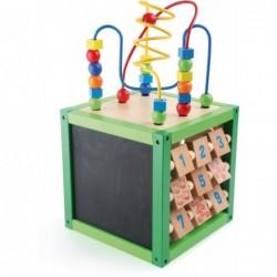 cub din lemn cu activitatiprimavara